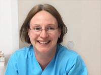 Frau Schulz als ZFA in der Zahnarztpraxis in Hannover Mitte