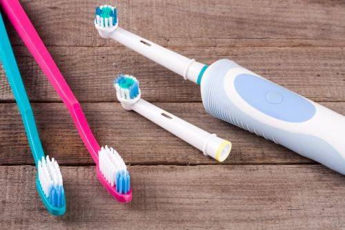 Putztechniken Elektrische Zahnbürste oder Handzahnbürste